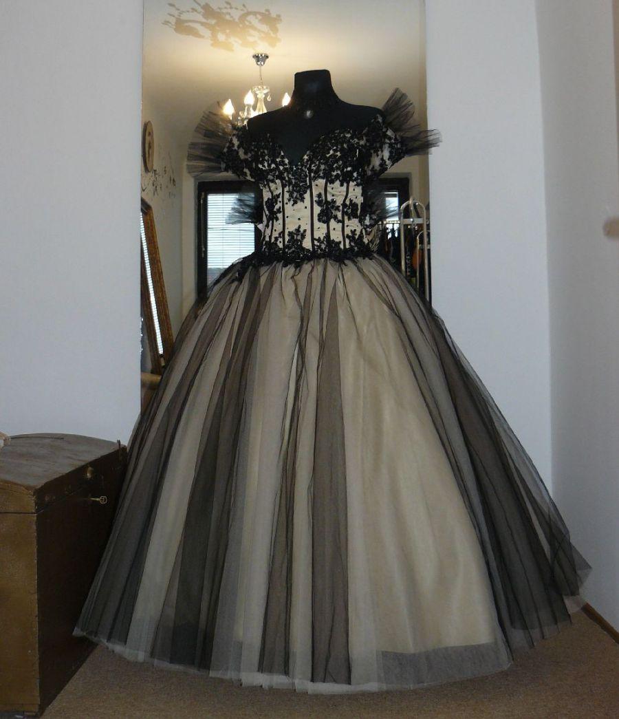 e864c388f24 Draculia gothic černé plesové šaty na maturitní ples - plesové šaty ...